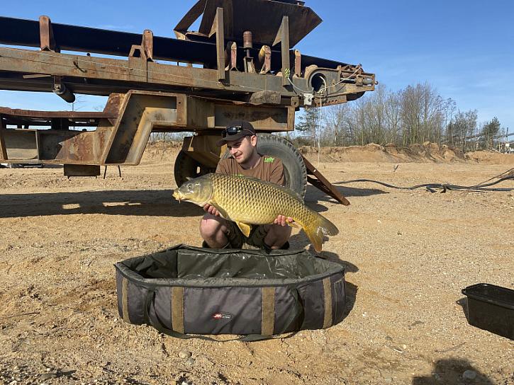 Ryby seděli perfektně a už i pěkně bojují!