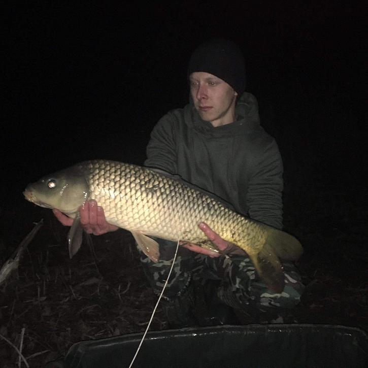Krásný úlovek v noci, tak jak se na rybáře patří!