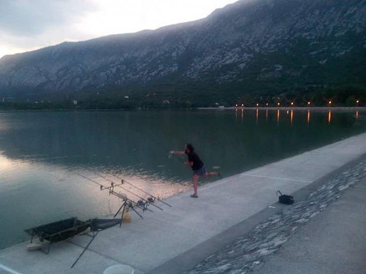Krasných 5 nocí u Chorvatského jezera, kde se chytá jen na odhoz.