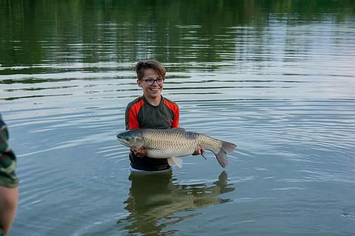 Mladík poslal svoje dva amury z další etapy rybaření, se slovy, že by se rád pochlubil, že jsou jeho první! Gratulace!