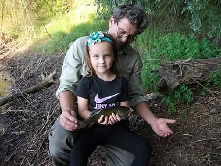 Posílám několik fotek kaprů z mých rybářských výprav s rodinou. Na výpravy beru často dceru a dědu :)