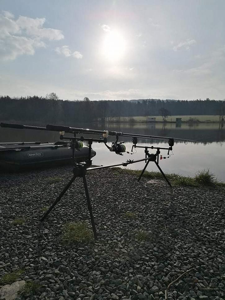 Míra je na výpravě na rybníku Letiny u Plzně