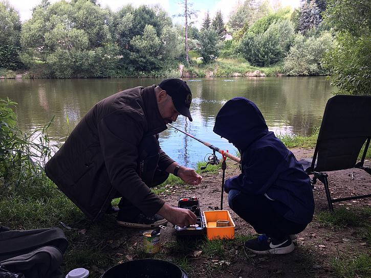 V sobotu jsem vzal poprvé na ryby svého šestiletého synovce Philipa, který přijel na prázdniny a užili jsme si báječný půlden.